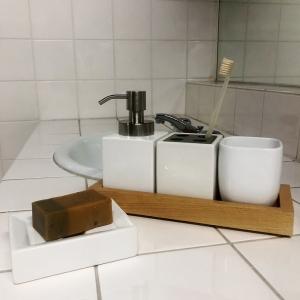ホワイトキューブ 洗面雑貨5点セット(ムースボトルタイプ) ナチュラル