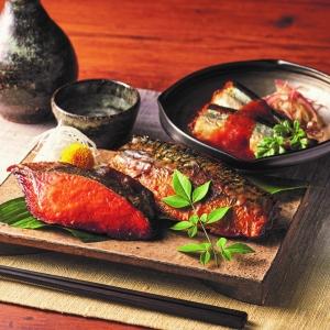 〈活黒〉煮魚・味噌漬焼